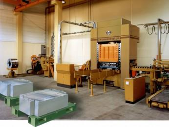 Platinenstanzautomat (Blancs) mit automatischer Abstapelung in der Schubladen- und Stahlmöbelproduktion